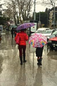 Bağdat Caddesi'nde yağmur altında yürümek zevklidir.