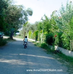 koy yollarinda bisiklet